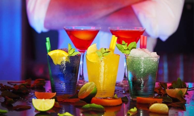 barman-atrakcje-weselne-fotobu-pl